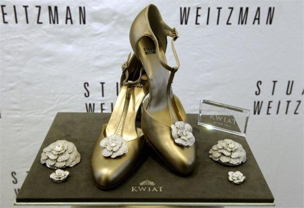 کفشهای گلسرخ باز رواج یافتهی استوارت ویتزمن
